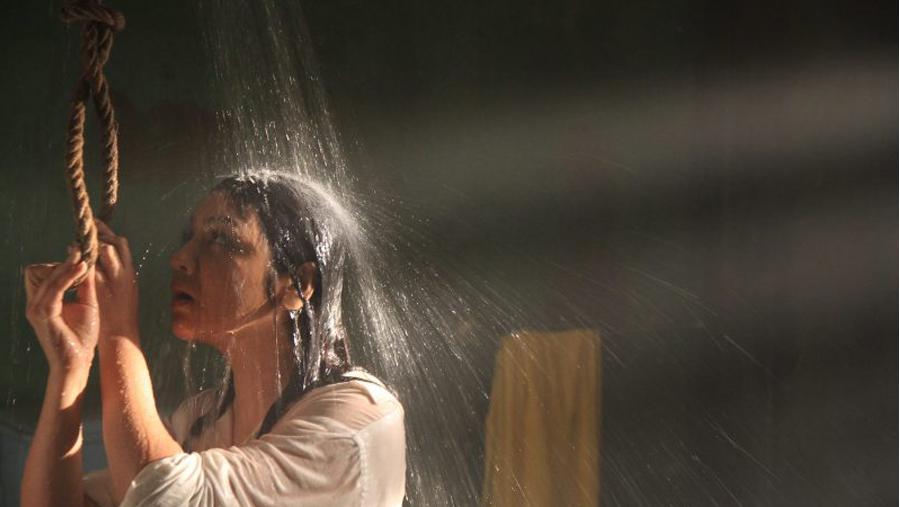 জিরো ডিগ্রী- নামে শীতলতা, নির্মানে উত্তাপ!