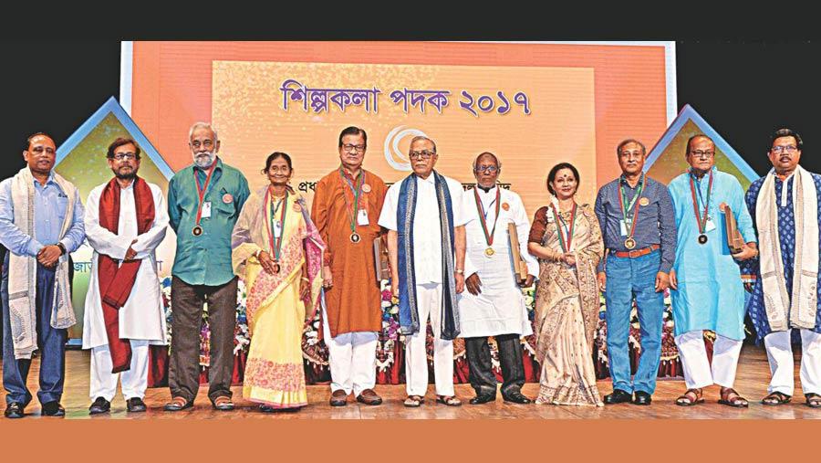 শিল্পকলা পদক ২০১৭ প্রদান করলেন রাষ্ট্রপতি