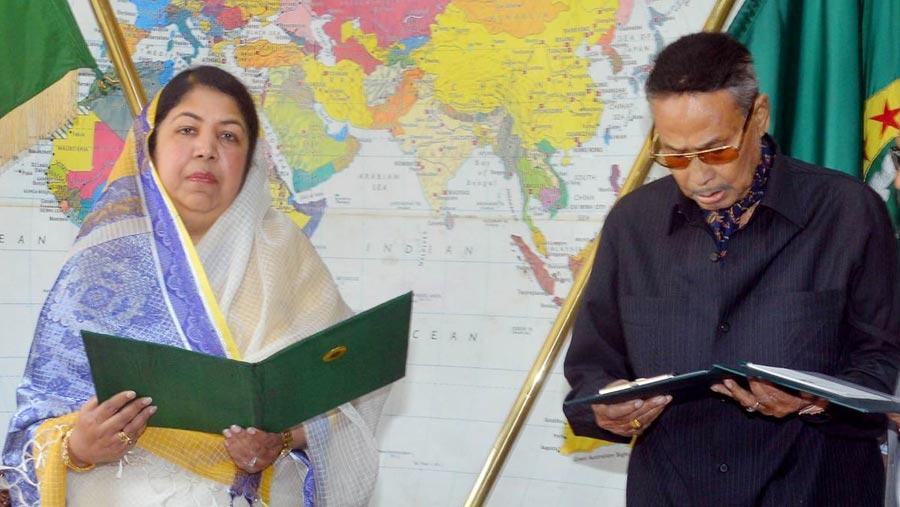 শপথ নিলেন হুসেইন মুহম্মদ এরশাদ
