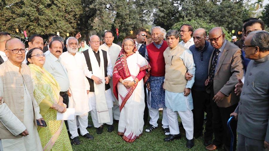 রাজনৈতিক নেতৃবৃন্দের সম্মানে প্রধানমন্ত্রীর চা-চক্র